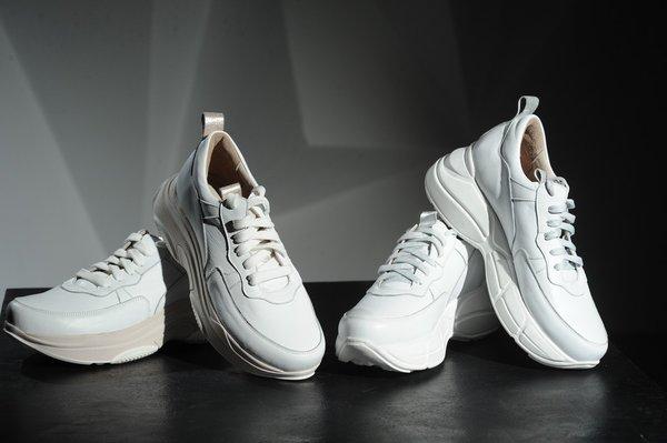 dc54b46c Законодатели мод давно внесли кроссовки и кеды в список неотъемлемых предметов  гардероба. Все чаще на подиумах сверкают стильные новинки и появляются ...